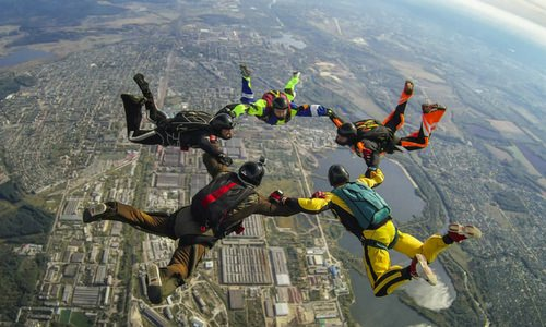 How to Become a Skydiver